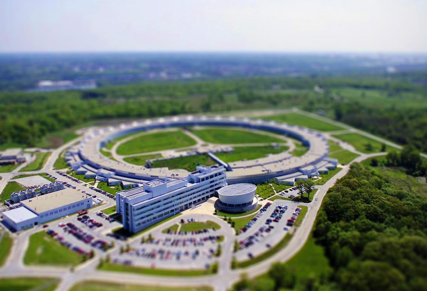 In DuPage County, Scientists Use Supercomputers And X-Rays To Tackle Coronavirus