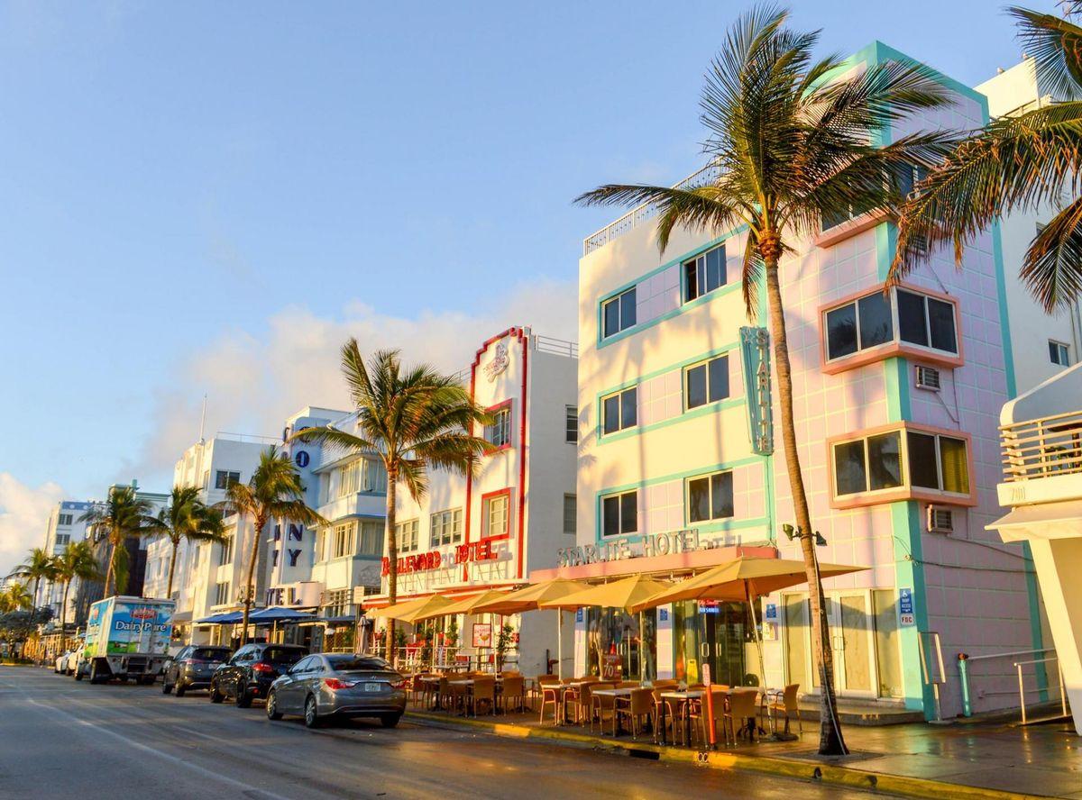 Miami Beach Ing Down On Restaurant