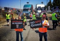 Drivers, Warehouse Workers To Picket Ports Of Long Beach And Los Angeles
