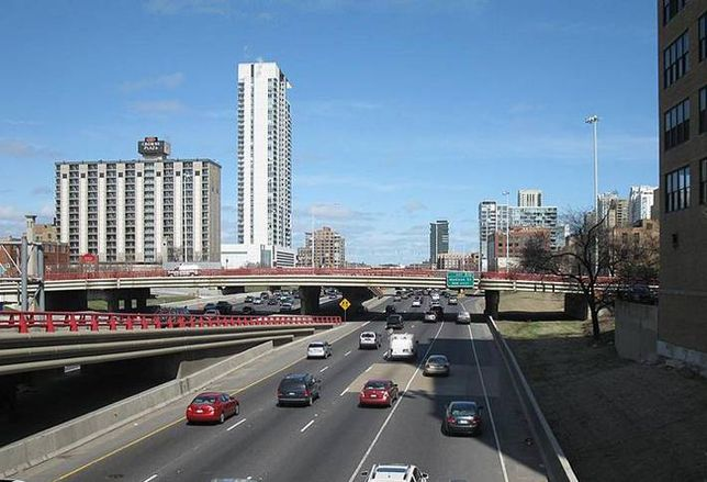 Fifield Taps Students for Ideas to Cap the Kennedy Expressway