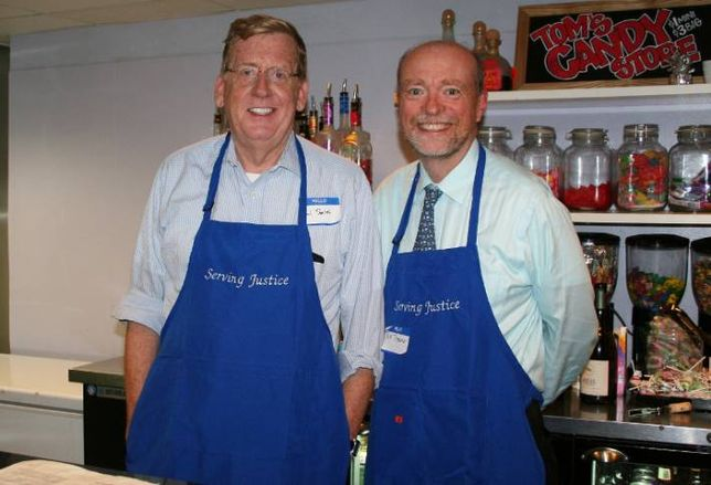Top Lawyers Bartend For a Cause