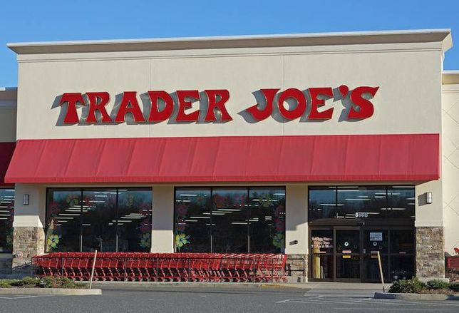Why Investors Love Grocery Stores