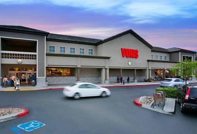 Shadow-Anchored Vons Strip Center Trades for 5% Cap