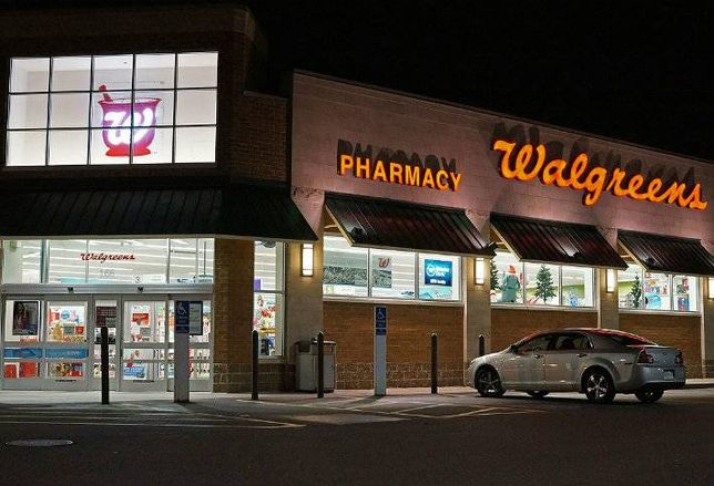 Walgreens Closing Deal to Buy Rite Aid