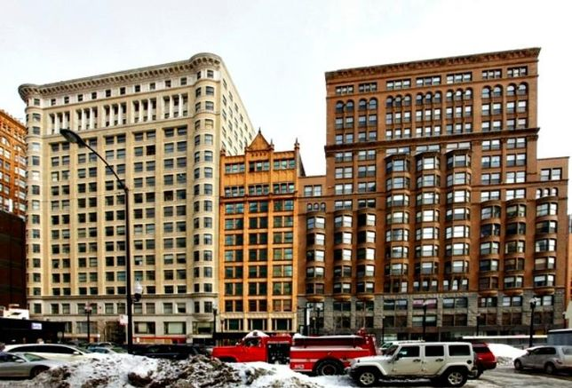 The Plymouth Building (center), 417 S Dearborn, Chicago