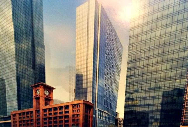 A rendering of a proposed 31-story hotel next to the Reid Murdoch Center, Chicago, IL