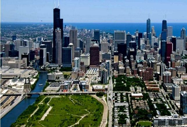 Related Midwest's riverfront property in Chicago's South Loop.