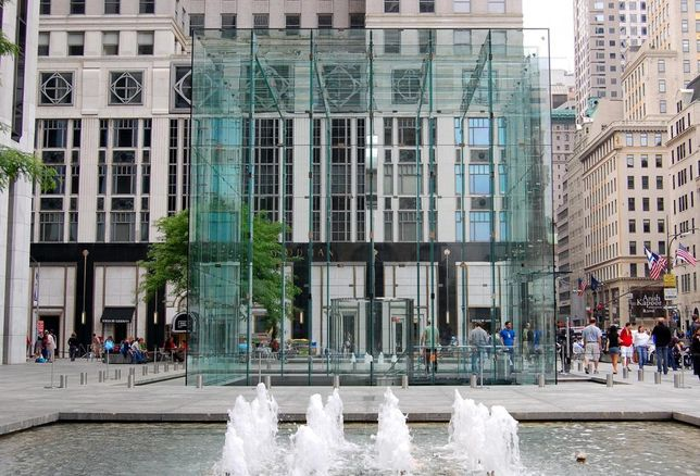 Apple Eyes Former FAO Schwarz Spread, Nike Re-Ups At 57th Street Flagship