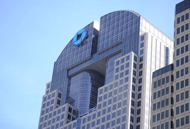 Fortis Property Group purchased Chase Tower in downtown Dallas from Hines.