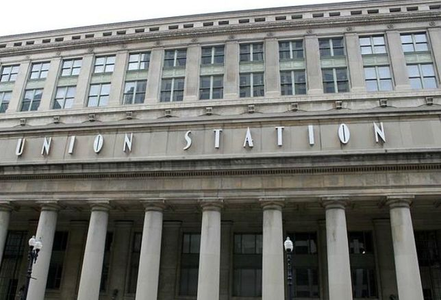 The outside facade of Union Station, Chicago, IL