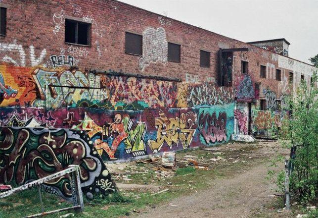 Graffiti, virtual graffiti, augmented reality