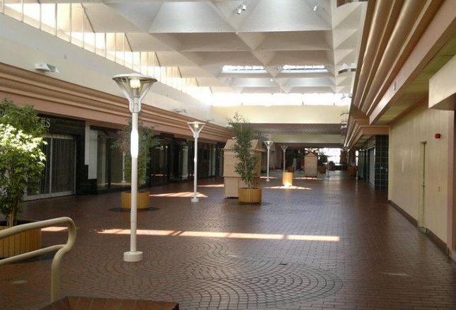 Vacant mall, empty mall, abandoned store