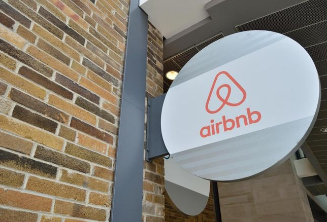Airbnb sign, logo