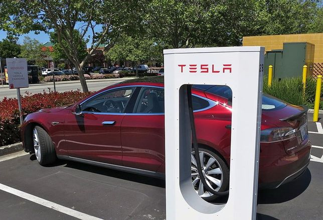 Tesla To Double Down On EV Chargers By The End Of 2017