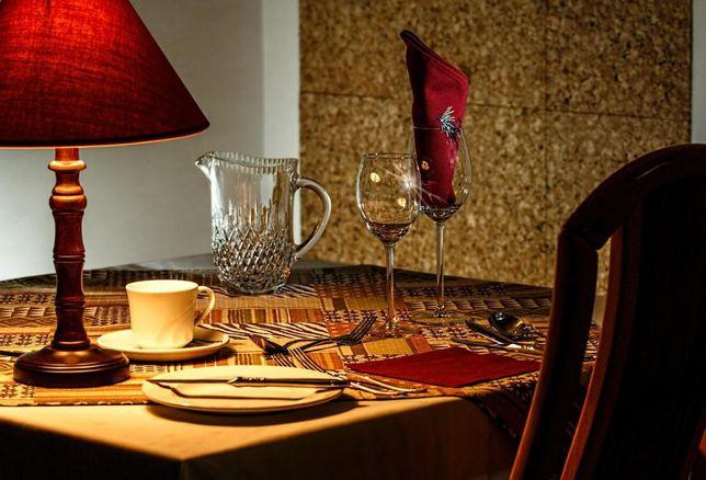 dinner table, restaurant