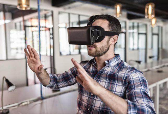 Man wearing 3D viewer-1
