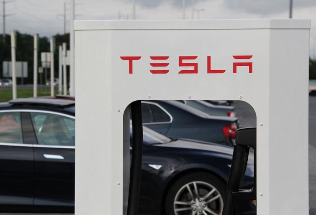 Tesla To Add Retail, Restaurants To Supercharger Stations