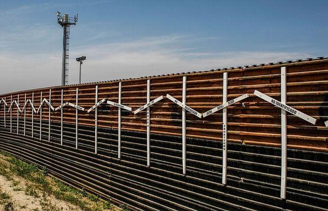 Prototypes For Wall Rising Near San Diego Border
