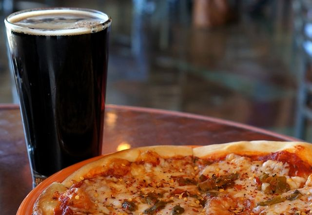 Phoenix Pizza Hut First In Nation To Offer Beer Delivery