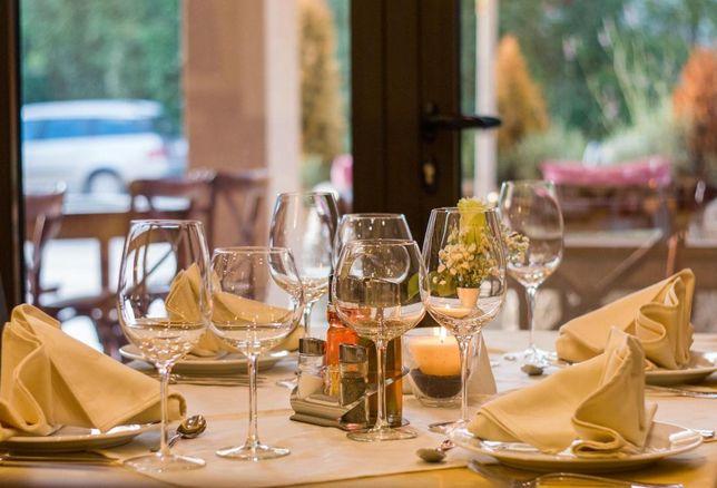 table glasses restaurant dining