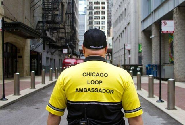 A Chicago Loop Alliance street ambassador