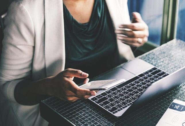 woman laptop business diversity