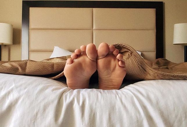 sleeping feet hotel bed bedroom