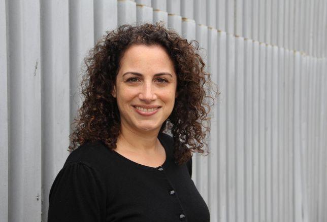 Laura Crescimano headshot