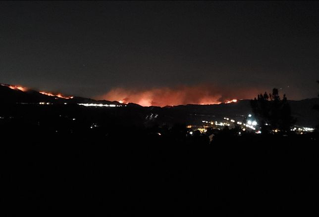 A view of the Saddleridge Fire from Santa Clarita