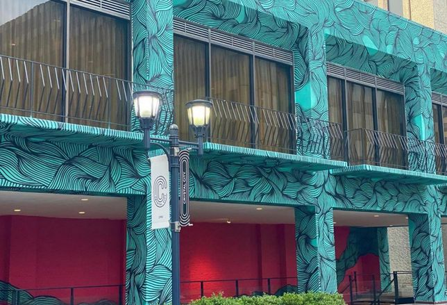 Crystal City's Synetic Theater Unveils Dramatic New Mural