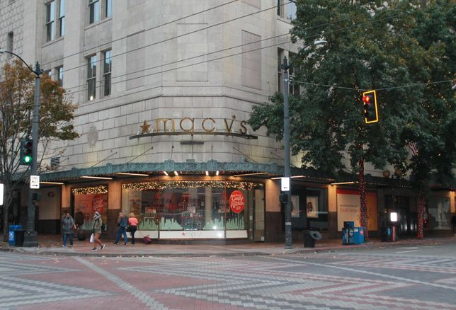 Retailers Re-Evaluate Downtown Seattle As Street Crime Raises Questions