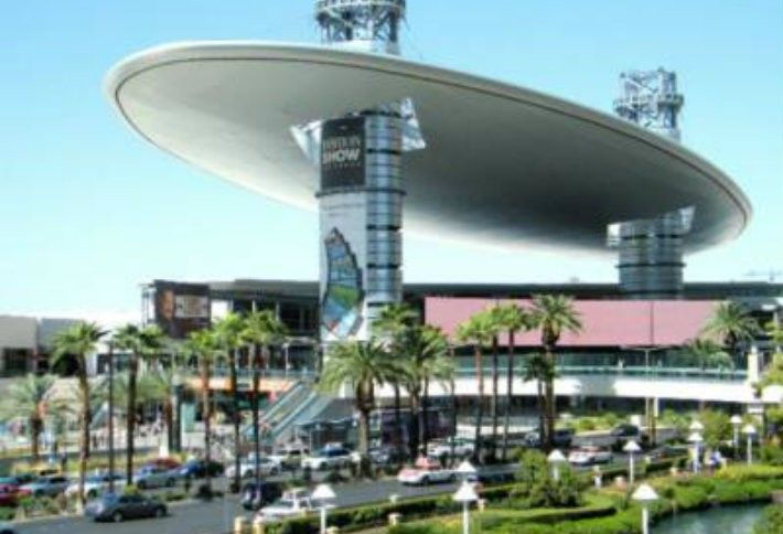 4. Fashion Show Mall