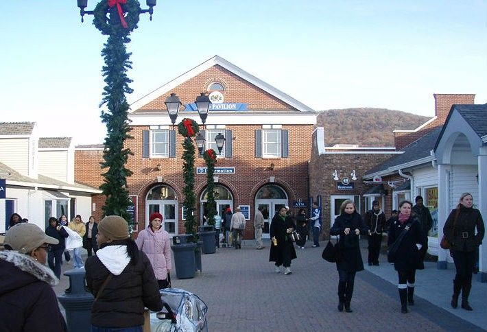 6. Woodbury Commons Premium Outlets
