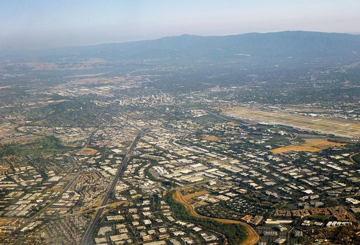 Silicon Valley looking toward San Jose credit: By Coolcaesar