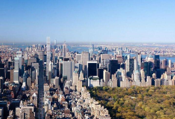 57th Street super-luxe towers rising along Billionaire's Row i Midtown Manhattan.