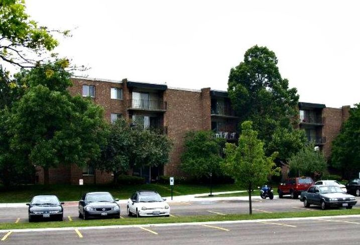 Stonebridge Apartments, Arlington Heights, IL