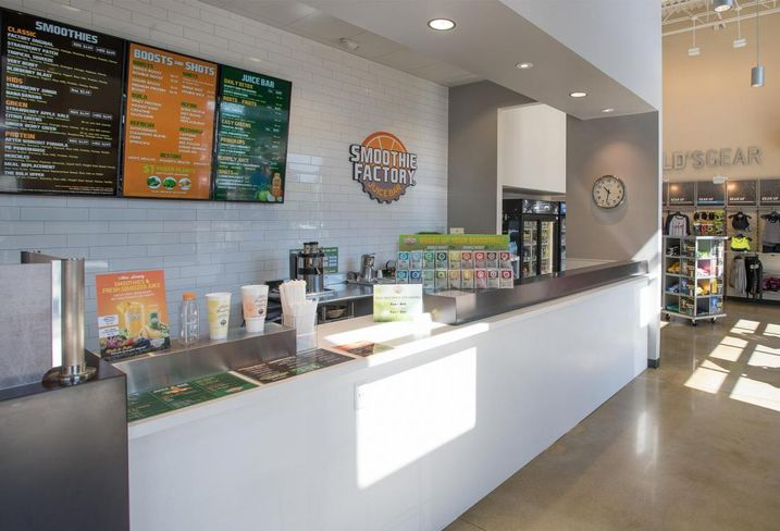 Gold's gym smoothie king