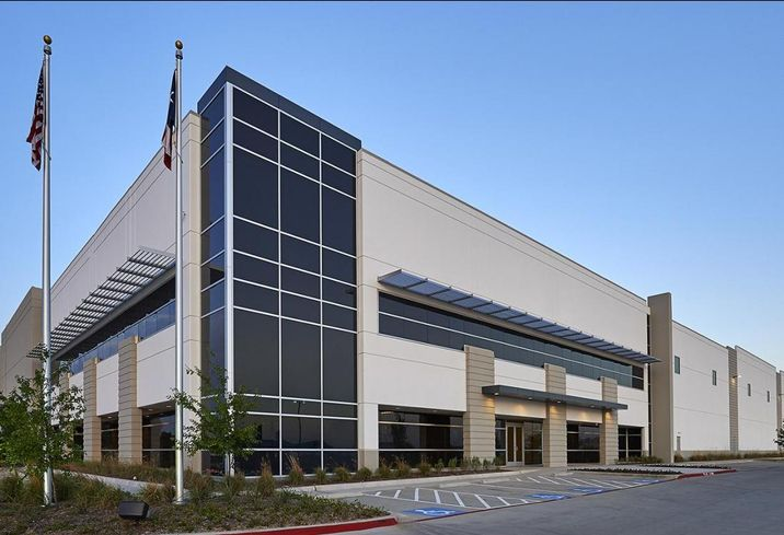 Alliance Architects completed of the new 760k SF build-to-suit office/distribution facility for a leading national beauty retailer. Located on a 94-acre site in Mountain Creek Business Park, the distribution center is part of over 6M SF of industrial space designed by Alliance Architects within Mountain Creek Business Park.