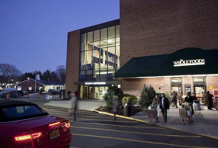 Munsey Park Plaza, in Munsey Park, NY, owned by Kimco Realty Corp