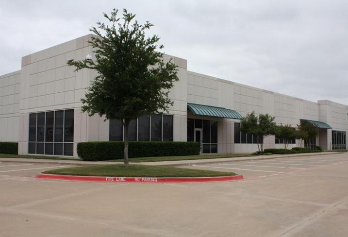 Hoya Optical Labs of America leased 11k SF at Waters Ridge Tech II in Lewisville. The tenant was repped by NAI Robert Lynn's Mark Miller and Tyson Erwin. The landlord was repped by Younger Partners' Heather Shover, Kathy Permenter and Sean Dalton.