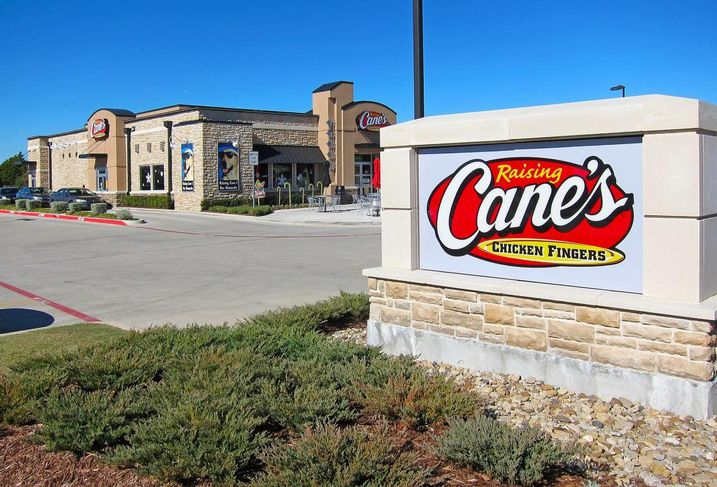 Venture Commercial Real Estate's completed four separate transactions involving single-tenant net-leased properties in North and Central Texas. The combined property sales total $10M. Venture's John Zikos, Jonathan Cooper, Christopher M. Gibbons and Don Miller brokered the transactions.The properties include a Raising Cane's Chicken Fingers and a Taco Bell restaurant in Frisco.
