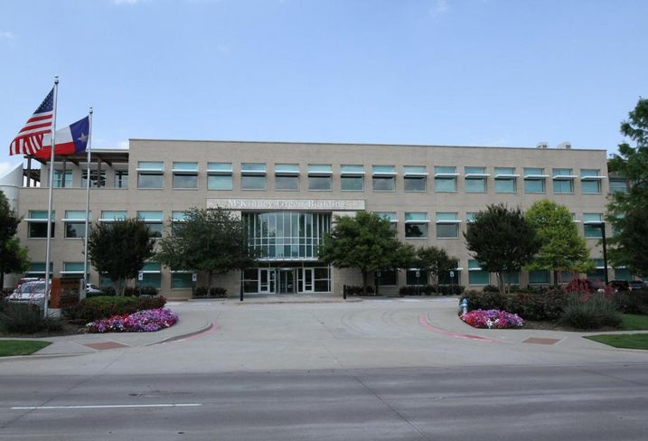 An affiliate of Hudson Advisors sold the McKinney Green Building, a Class-A, LEED Platinum office building in McKinney, Texas, totaling approximately 56,000 square feet to a family office partnership. Stream's Jamie Jennings, James Mantzuranis and Caitlin Clinton represented the seller in the transaction.