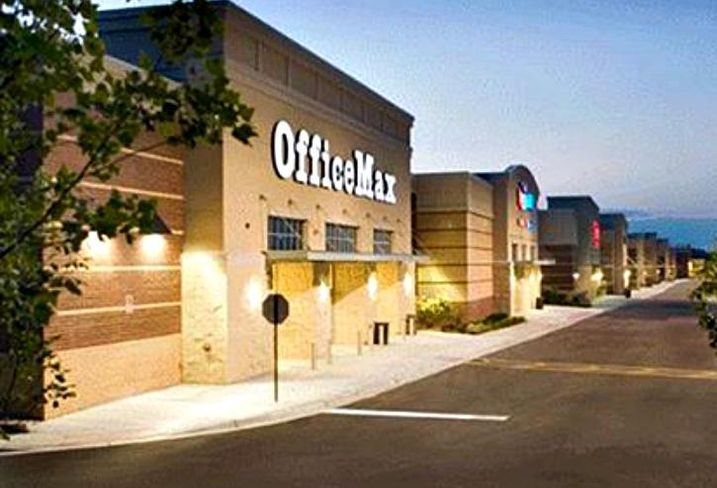 A shopping mall in Orland Park, IL