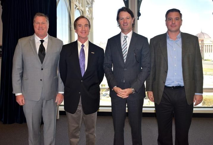 Page principal John Major, RagingWire VP Jim Leach, JLL managing director Bo Bond, Air Enterprises VP John Kolar