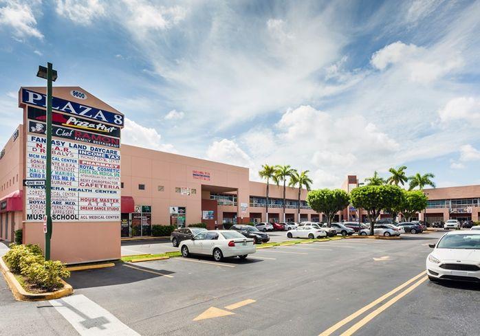 Plaza 8