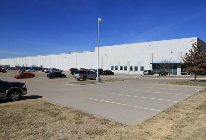 Stream secured the investment sale of a 315k SF industrial facility at 601 National Drive in Ennis. The BTS warehouse, manufacturing and office facility is 100 percent leased to Cenveo Corporation. Stream's Jamie Jennings, James Mantzuranis, Caitlin Clinton and Cannon Green repped the seller, LSREF4 Dual.