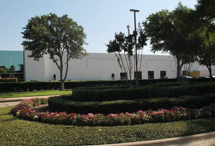 The Perfectly Green Corp subleased 21k SF of industrial flex space in Jupiter North Distribution Center at 2901 Technology Drive in Plano, from Advanced Flooring and Design. Bradford's Brian Pafford and Clint Manning repped the landlord. Ryan Jordan of Edge Realty Partners repped the tenant.