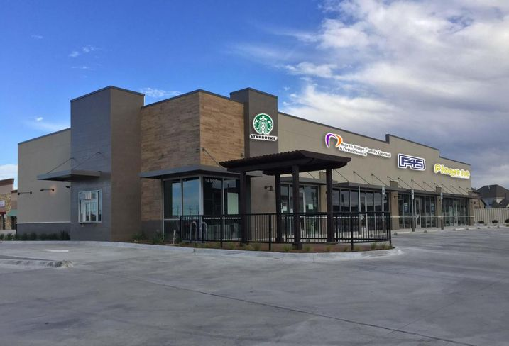 F45 Fitness signed a 2k SF least at Castle Hills Commons within the master-planned Castle Hills community. The 8k SF retail center sits adjacent to Super Target and Studio Movie Grill.  Brett Gissler with Edge Realty Partners represented the tenant. Tim McNutt, Britton Lankford and Mason Bakken represented the landlord, Bright Realty.