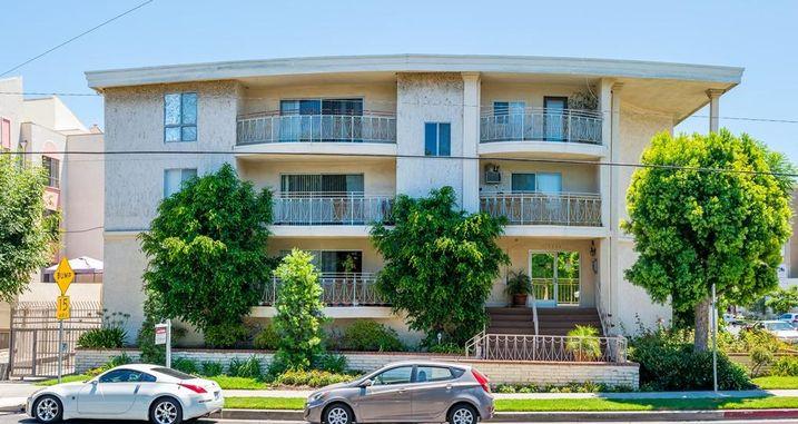 5204 Yarmouth Ave., Encino, CA