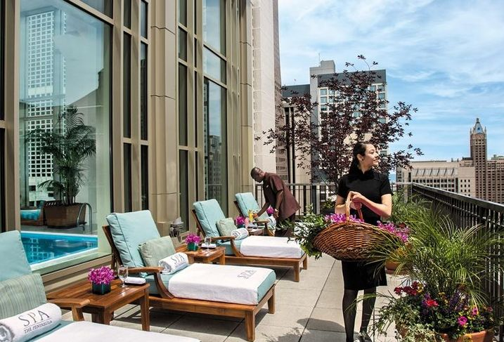 The Peninsula Chicago's Sundeck